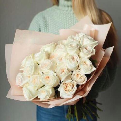Купить на заказ Букет из 31 белой розы с доставкой в Шалкаре