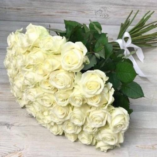 Купить на заказ Букет из 51 белой розы с доставкой в Шалкаре